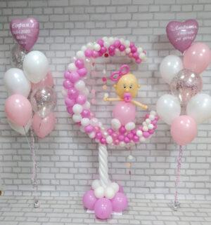Девочка на месяце из воздушных шаров