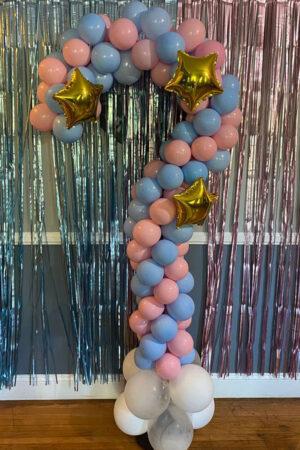 Знак вопроса из воздушных шаров