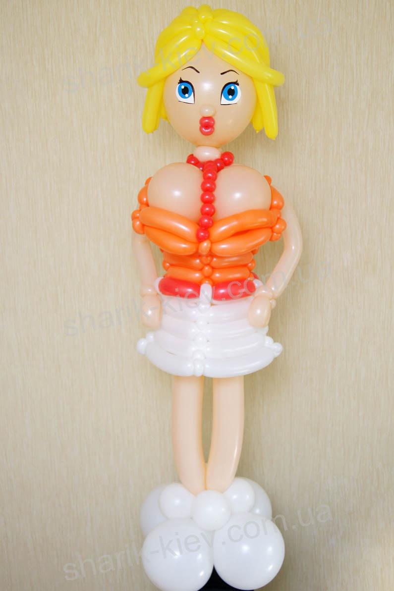 Девочка блондинка из воздушных шаров