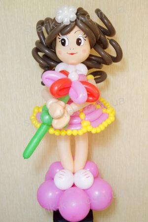 Девочка с ромашкой из воздушных шаров