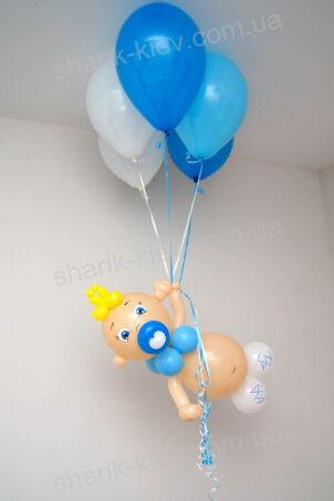 Летающий малыш из воздушных шаров