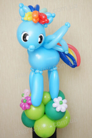 Маленький пони Голубой из воздушных шаров