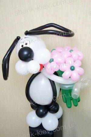 Офисный щенок с букетом из воздушных шаров