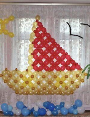 Оформление детского садика Кораблик с чайками из воздушных шаров