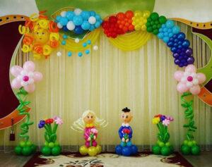Оформление детского садика Малыши на полянке из воздушных шаров
