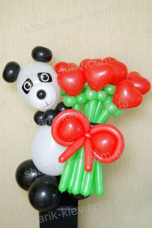 Панда с сердечками из воздушных шаров