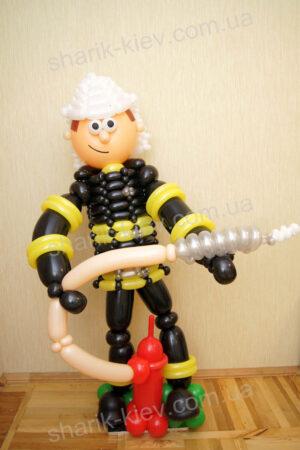 Пожарник из воздушных шаров
