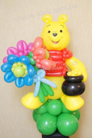 Винни Пух с цветами из воздушных шаров
