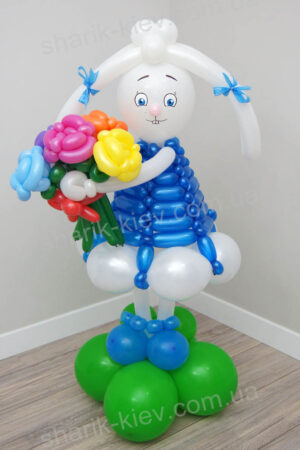 Зайка из воздушных шаров